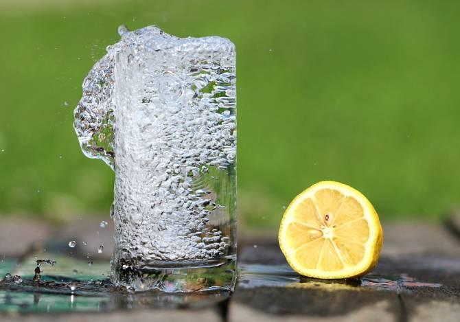 Брянцы в адскую жару раскупили в магазинах воду