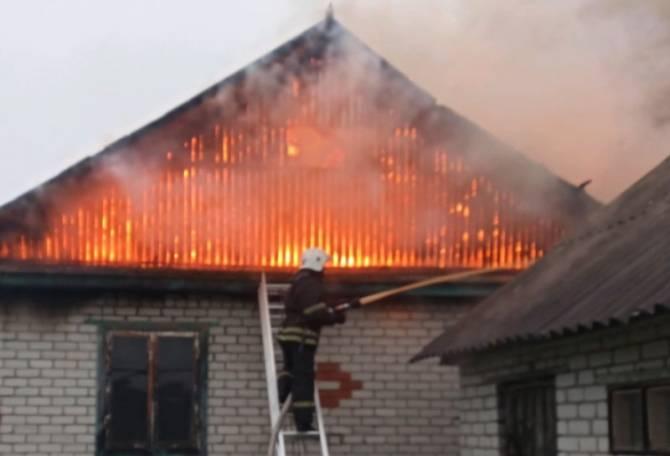 В Карачеве сгорел жилой дом