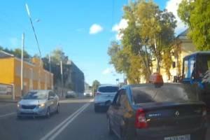 В Брянске сняли на видео пьяного таксиста