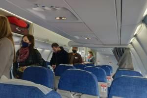 Пассажирам первого рейса из Брянска в Ростов-на-Дону продезинфицировали руки