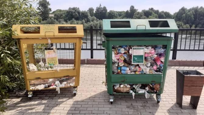 В Брянске вонь от мусора отпугивает людей с набережной