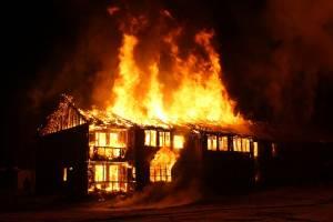 В Дубровке сгорел жилой дом