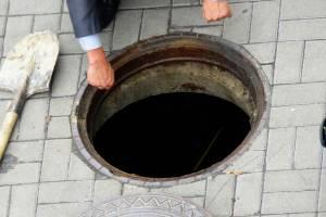 В Климово директору МУП «Благоустройство» велели крышевать открытые люки