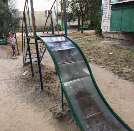 Жители Новозыбкова сравнили детскую горку с тёркой