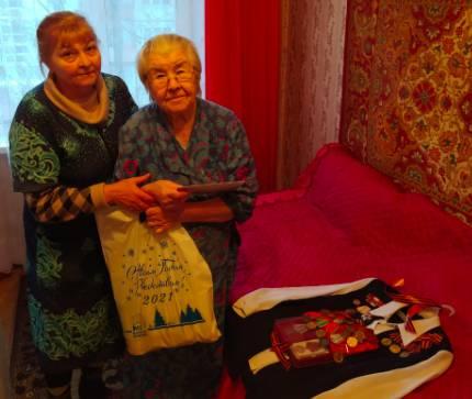 Брянских ветеранов поздравили с Новым годом