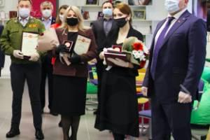 Брянские волонтеры получили медали за работу во время пандемии