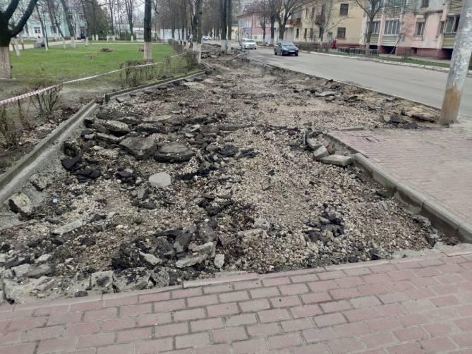 В Брянске отремонтируют убитые тротуары возле сквера Ленина