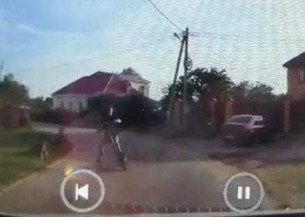 В Путевке мальчик на самокате едва не попал под машину