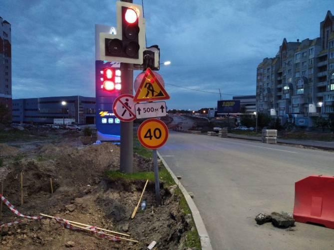 В Брянске на улице Объездной стали укладывать щебень на другой половине дороги