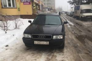 В Брянске на Станке Димитрова автохам на Audi перегородил тротуар