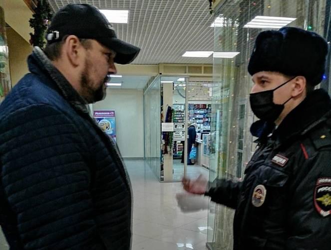 В Брянске за сутки поймали двоих безмасочников
