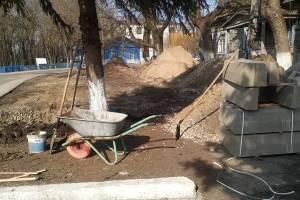 В брянском поселке Локоть начали строить парковку