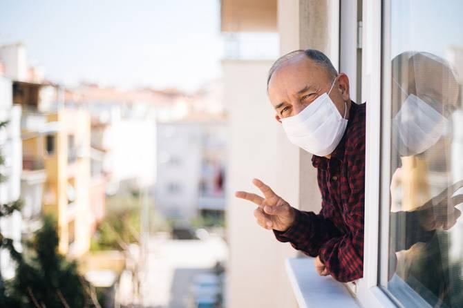 В Брянской области работающие пенсионеры продолжат сидеть на больничном
