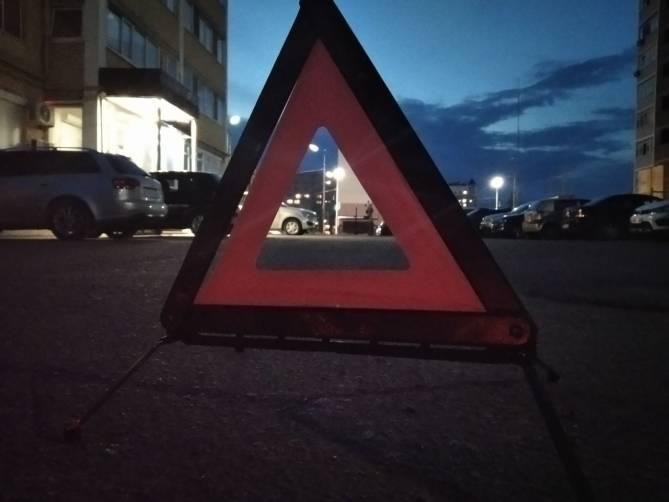 В Трубчевске возле суда поцарапали припаркованную иномарку