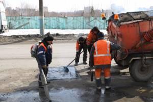 В Брянске дорожники залатали ямы на Станке Димитрова, Урицкого и Крахмалева