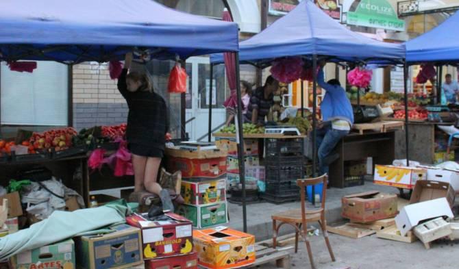 Жители Сельцо пожаловались на разводящих свинство торгашей