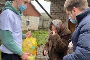 Брянские добровольцы с продуктами растрогали до слёз пенсионерку