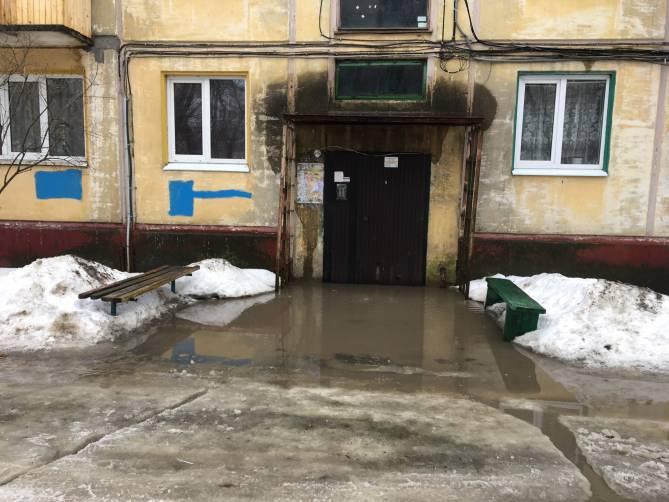 В Брянске талой водой и фекалиями затопило жителей пятиэтажки