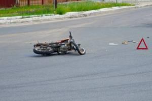В Брянске 17-летний мотоциклист перевернулся и сломал ногу