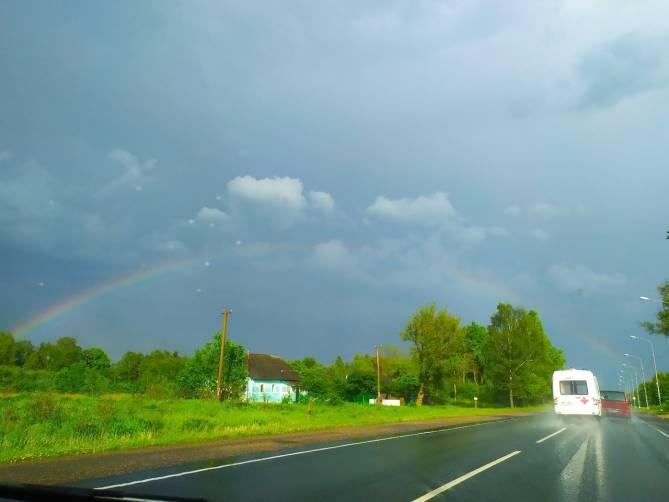 Брянцев восхитила шикарная радуга во время дождя