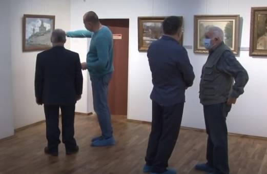 В Брянске открылась персональная выставка Евгения Фетисова