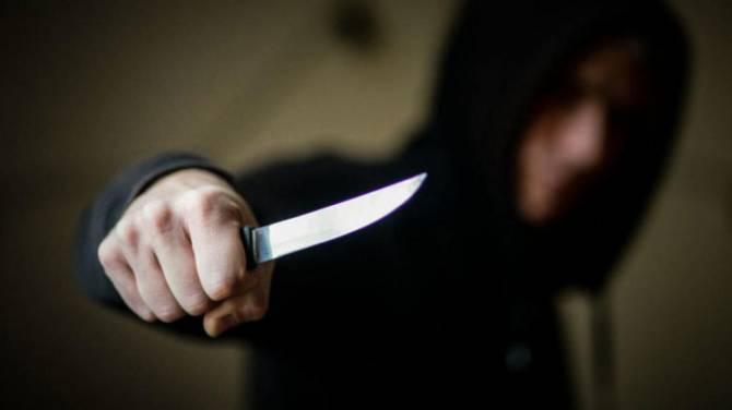 В Клинцах трое 18-летних парней ограбили на улице ровесника