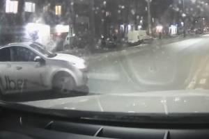 В Брянске таксист Uber выехал с нарушением на Литейную