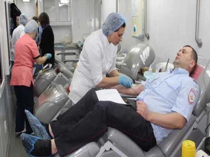 Сотрудники брянской полиции приняли участие в донорской акции