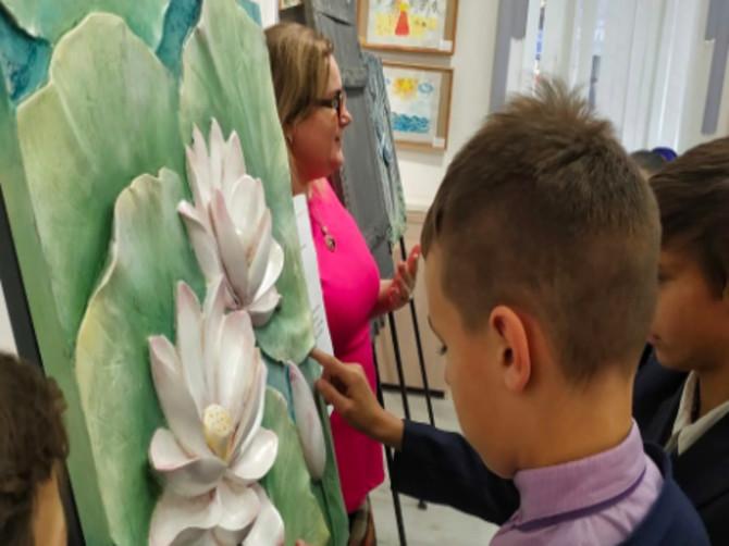 В Брянске продлили работу тактильной выставки «Руками трогать нужно!»