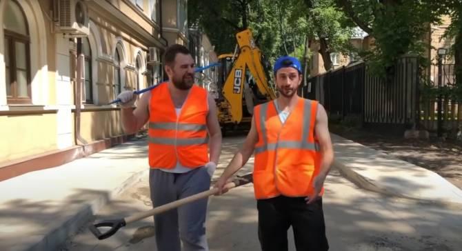 В Брянске белобережские активисты сняли клип о дорожных ямах