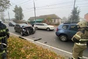 В Брянске на улице Бежицкой столкнулись две легковушки