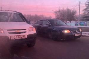 В Брянске на Городище не поделили дорогу две иномарки