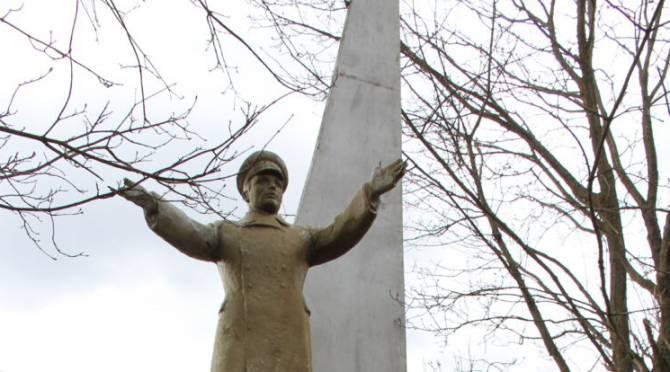 Брянские власти позабыли о существовании памятника Гагарину в селе Ущерпье