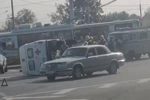 В Брянске опубликовали видео с перевернувшейся скорой
