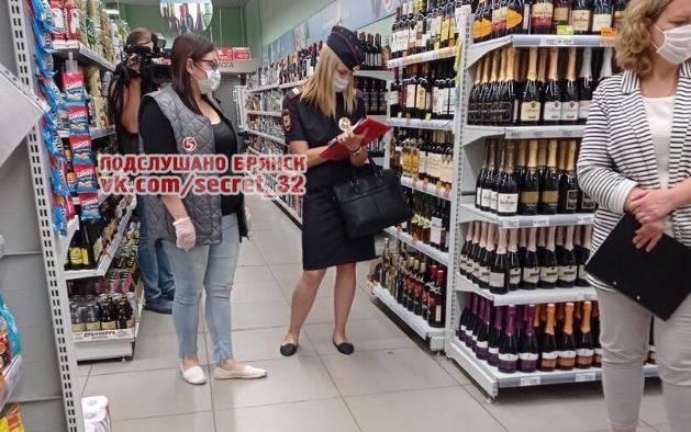 Брянцев предупредили об облаве против безмасочников в магазинах