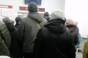 «Это не толпа»: в Брянске выстраиваются огромные очереди за талонами
