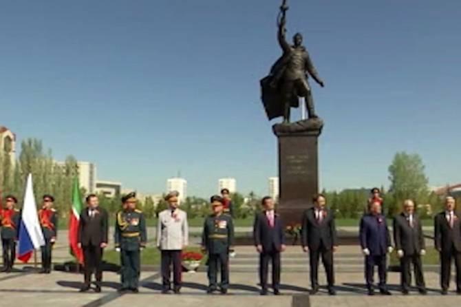 Брянский скульптор стал соавтором монумента в Казани