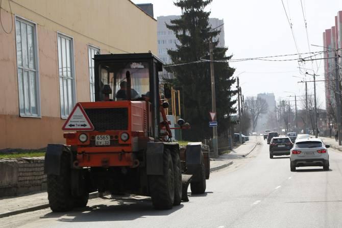 С улиц Брянска вывезли 18 тысяч тонн песка