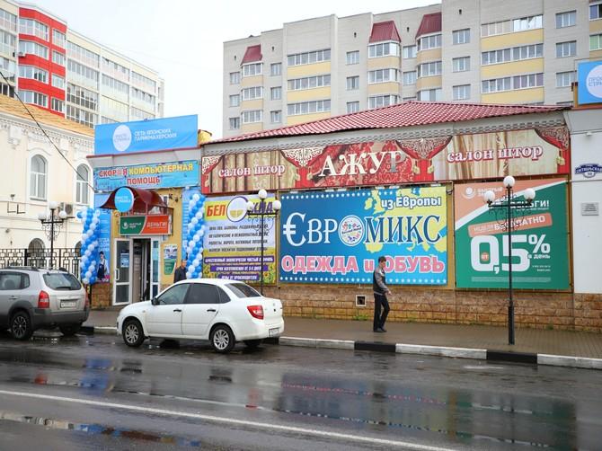 В Клинцах реклама спрятала от людей историческое здание