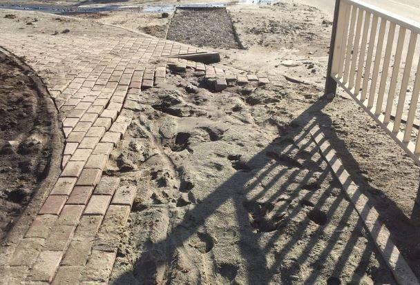 В Брянске развалился новый тротуар возле школы №71