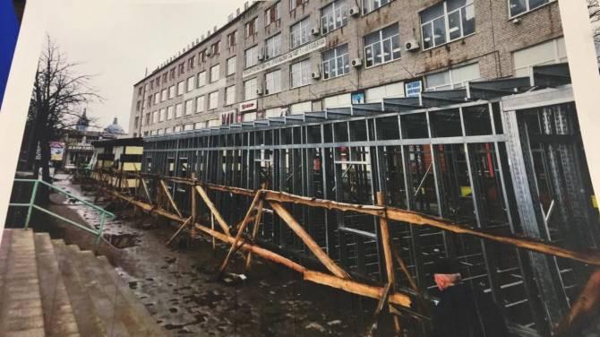 Жители Новозыбкова начали борьбу с уродливой стройкой в центре города