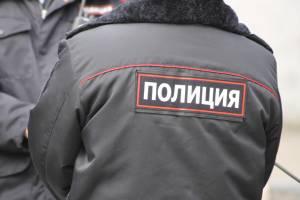В Клинцах пьяная 25-летняя девушка поцарапала и покусала полицейского
