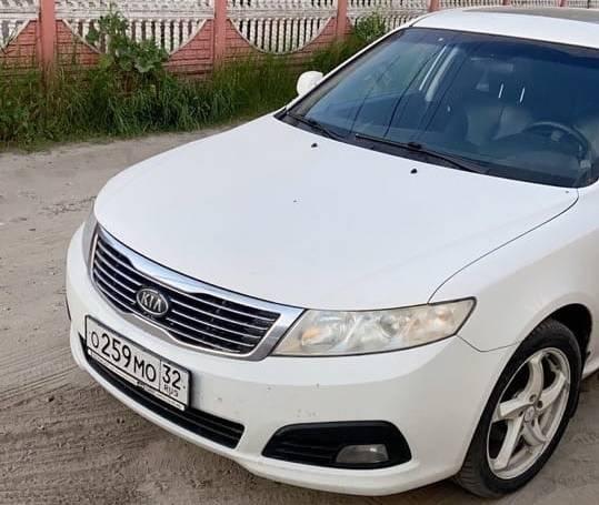 В Брянске у БУМа мужчина на электросамокате протаранил машину и скрылся