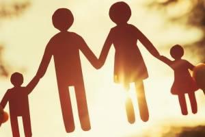 Брянским молодоженам «привили» семейные ценности