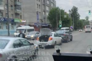 В Брянске на «Березке» в аварию попали две легковушки