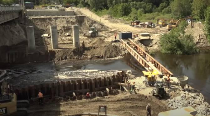 В Брянске строителям пришлось возводить дамбу у Литейного моста