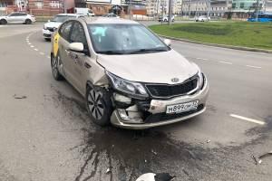 В Брянске на новом кольце по Советской в аварию попало такси «Яндекс.Go»