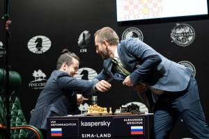 Брянский гроссмейстер Ян Непомнящий сохранил лидерство в турнире претендентов
