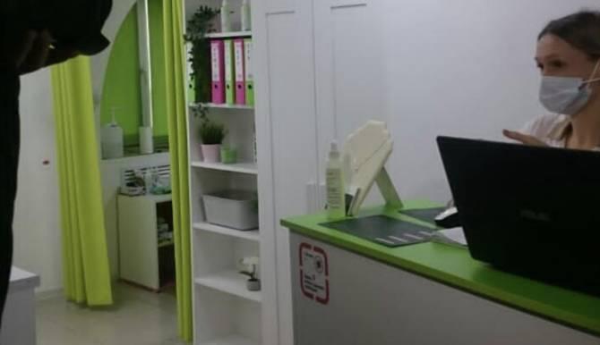 В Брянске наказали менеджера студии лазерной эпиляции без маски