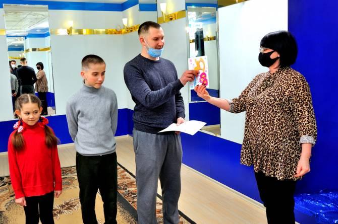 В Бежицком районе Брянска семью Тишиных поздравили с 4-м ребёнком